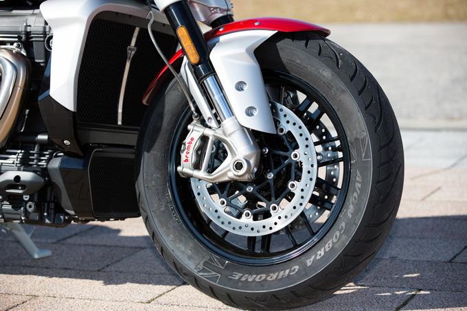 すべてが規格外のトライアンフ ロケット3 R!量産バイク世界最大排気量2,500ccメガファイターの魅力とは!?の画像