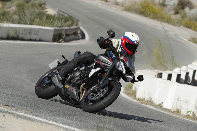 Moto2直系のトライアンフ新型「ストリートトリプルRS」海外試乗インプレッションの画像