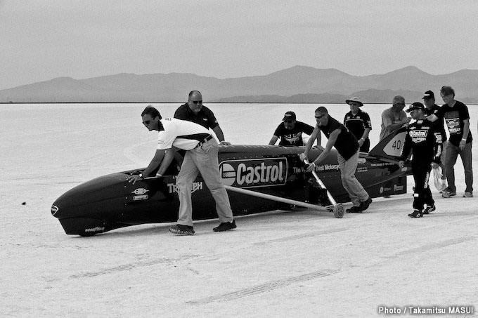 増井貴光 写真集『bonneville the photography of land speed racing on salt flats』6月23日発売