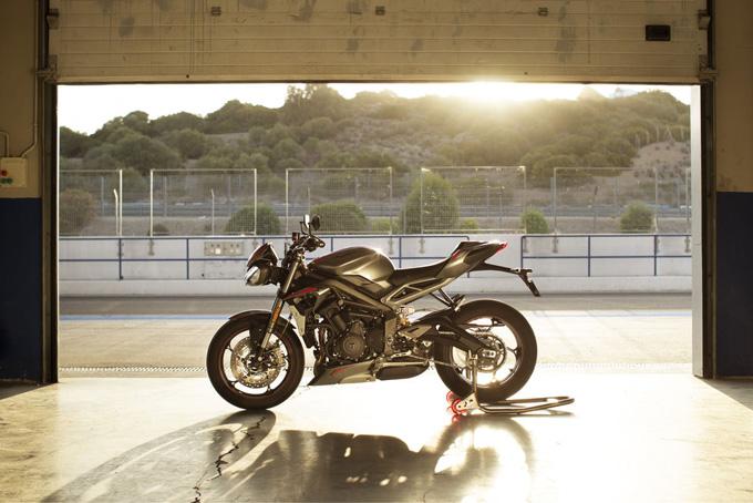 Moto2エンジン開発チームが改良を加えた765ccのトリプルエンジンを搭載した新型「STREET TRIPLE RS(ストリート トリプルRS)」発表の画像