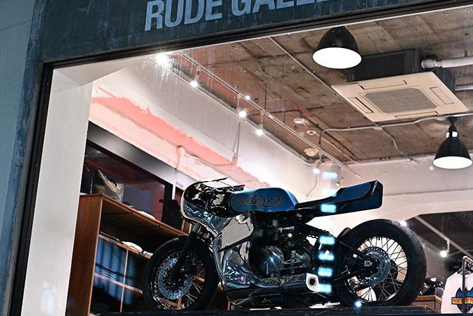 ト「ON THE ROAD'20~THE HIDE MOTORCYCLE Supported by NEUTRAL & RUDE GALLERY~」トライアンフのボンネビルボバーを宝石のようなカフェレーサーにカスタムの02画像