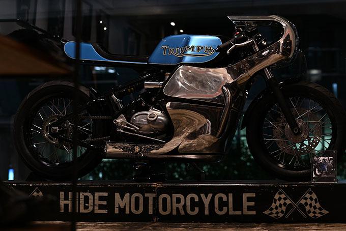 ト「ON THE ROAD'20~THE HIDE MOTORCYCLE Supported by NEUTRAL & RUDE GALLERY~」トライアンフのボンネビルボバーを宝石のようなカフェレーサーにカスタムの04画像