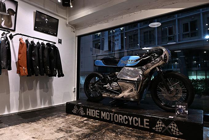 ト「ON THE ROAD'20~THE HIDE MOTORCYCLE Supported by NEUTRAL & RUDE GALLERY~」トライアンフのボンネビルボバーを宝石のようなカフェレーサーにカスタムの05画像