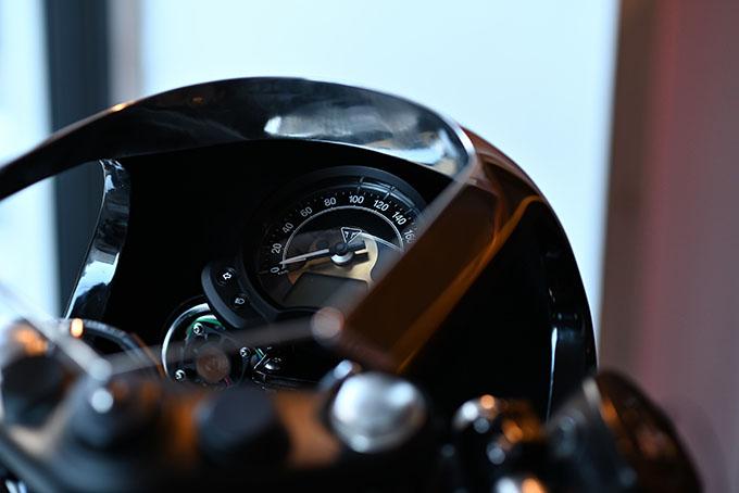 ト「ON THE ROAD'20~THE HIDE MOTORCYCLE Supported by NEUTRAL & RUDE GALLERY~」トライアンフのボンネビルボバーを宝石のようなカフェレーサーにカスタムの10画像