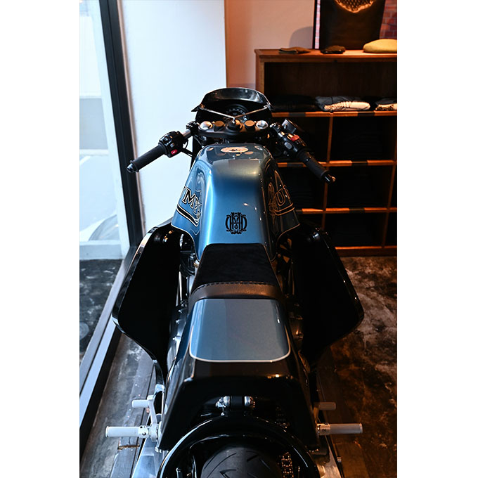 ト「ON THE ROAD'20~THE HIDE MOTORCYCLE Supported by NEUTRAL & RUDE GALLERY~」トライアンフのボンネビルボバーを宝石のようなカフェレーサーにカスタムの11画像