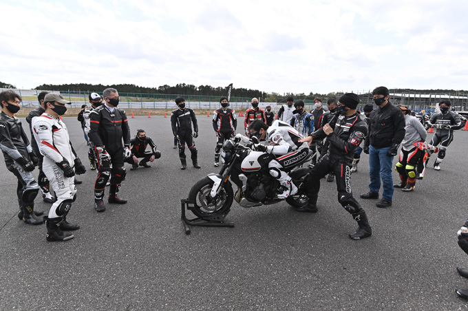 安全にスポーツライディングを楽しむためのサーキット講習会!「第4回 トライアンフ・ライディング・アカデミー(TRA)」 レポートの12画像